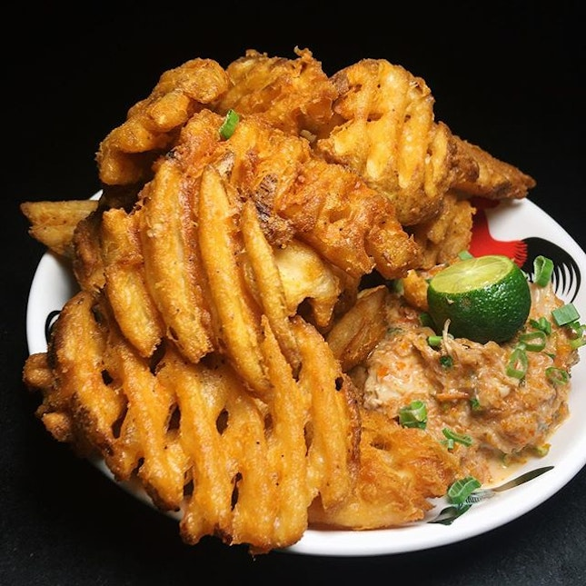 Chilli Crab Fries (Loof's signature chilli sauce, blue crab dip, waffle-cut fries) from Loof's new menu.