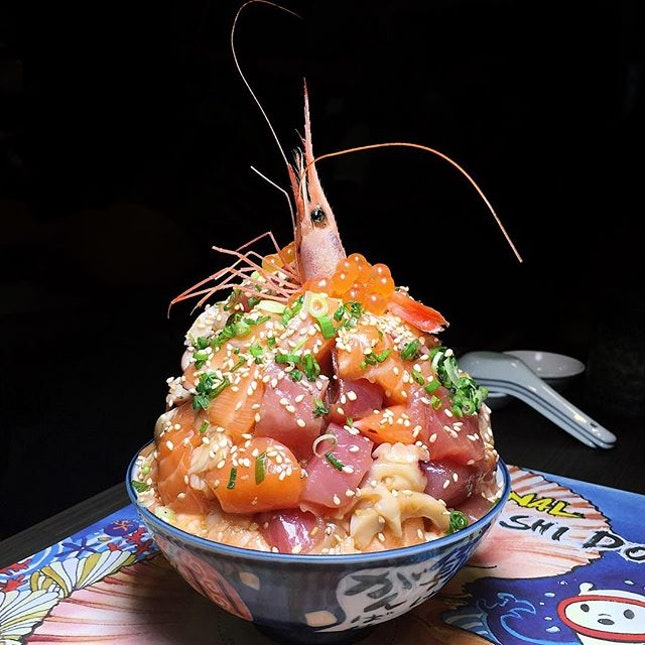Mount Chirashi Don from Sushiro (@sushirosingapore), the crowning glory of their recent new menu launch.