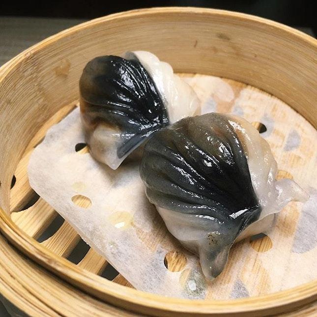The Early Fatback: Steamed Prawn Dumplings with Black Garlic from Cherry Garden, Mandarin Oriental Singapore (@mo_singapore).