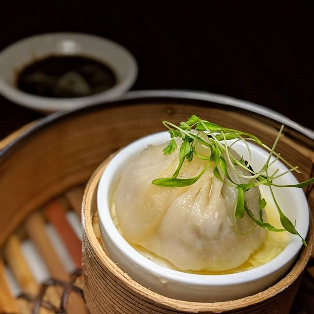 Steamed Pork Xiao Long Bao with Crab Meat and Benedictine DOM from Man Fu Yuan, InterContinental Singapore (@interconsin).