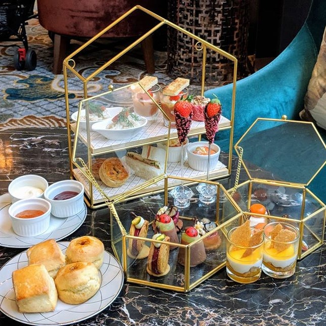 Just thinking about the gold-rimmed sweet dreams I had after my InterContinental Singapore's new Classic Afternoon Tea: The Orchard experience at the hotel's Lobby Lounge (@interconsin).