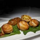 The Early Fatback: Broiled Sea Scallops from Morton's The Steakhouse, Mandarin Oriental Singapore (@mo_singapore).