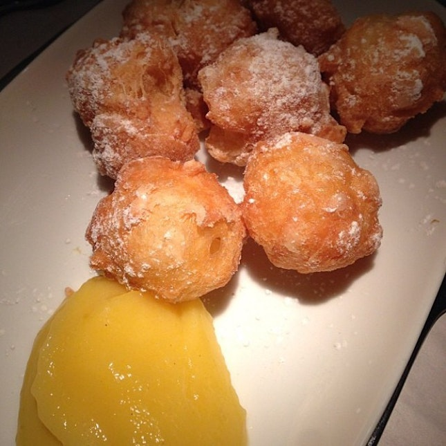 I have a very soft spot for doughnuts made from scratch and done at ala minute.