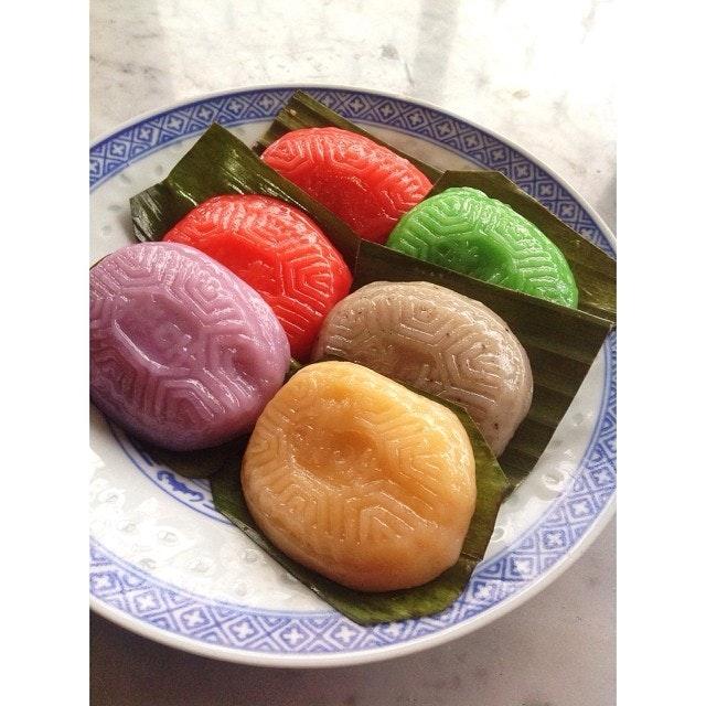 These Ang Ku Kueh (紅龜粿) are really traditional snacks.