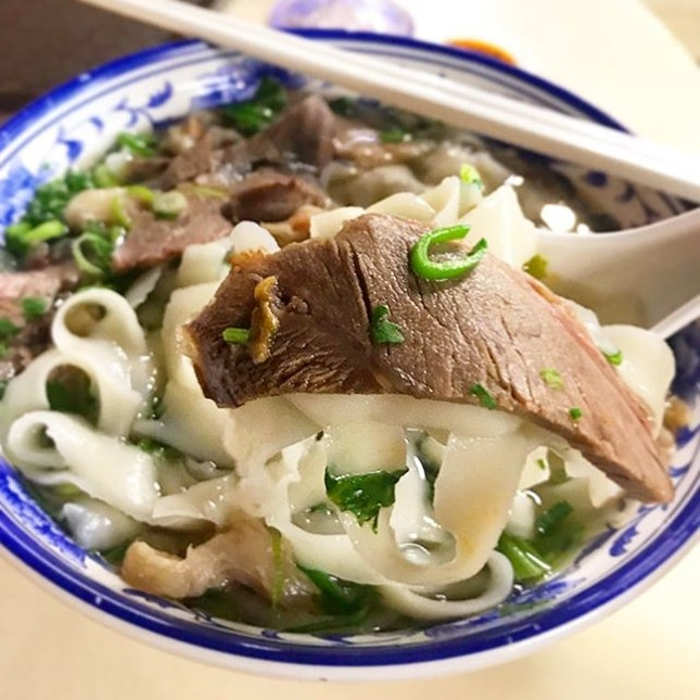 Sliced Beef Hand-Shaved Noodles ($5)  Have heard of Shi Xiang Ge a while back, the La Mian (hand-pulled noodles) stall opened by a former Crystal Jade chef, and have been wanting to try it for a while now.