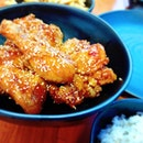 🐣🐣 Chicken Up Little 🐣🐣 So the famous Korean chicken chain opens its branch at Bugis Street.