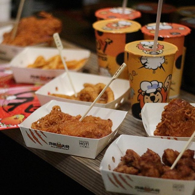 It's Rooster year, so we had a chicken party the other day at the newly opened Taiwanese chain @FriedChickenMasterSG !
