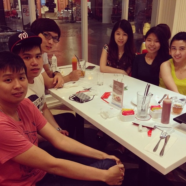 Meet them in every moment and never get boring!😘❤️ #bestfriend #goodday #goodtime #potd #happy #dinner