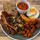 Amazingly huge plate of Fry Up [$22]
