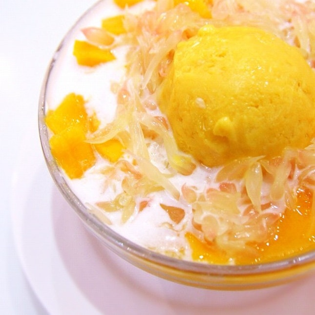 The must have when u come to HK. Hui Lau Shan mango pomelo promises sweetness & sunshine.
