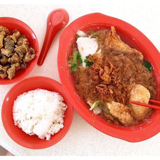A new job at a different neighbourhood also means new lunch 'kakis' and new lunch spots.