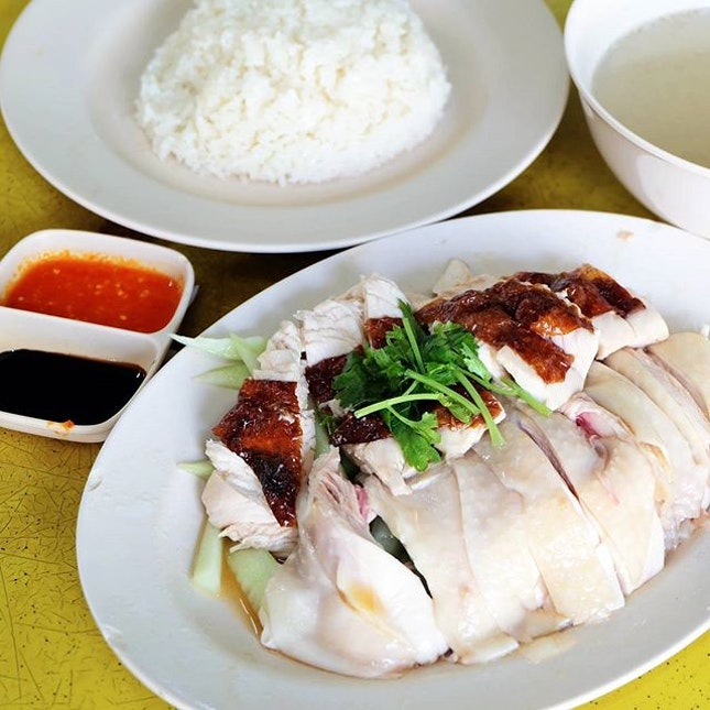 Exploring the far west earlier in the month with the #BurppleTastemakers, our first order of business led us to A&I Boneless Hainanese Chicken Rice for breakfast.
