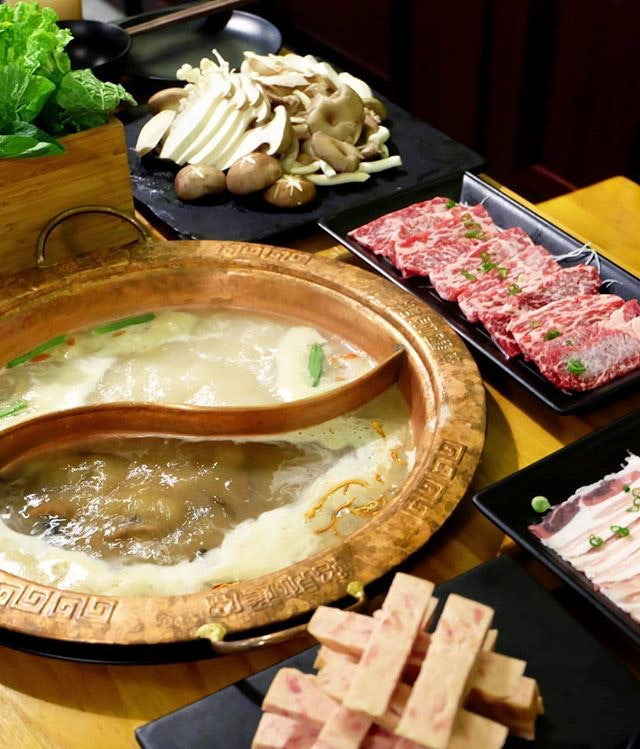 Nothing beats a weekday night hanging out with friends over a bubbling hot steamboat!