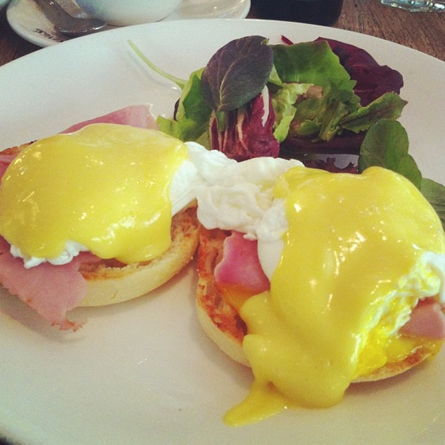 Eggs Benedict Breakfast at Canopy Garden & Dining w/ family #brunch #food