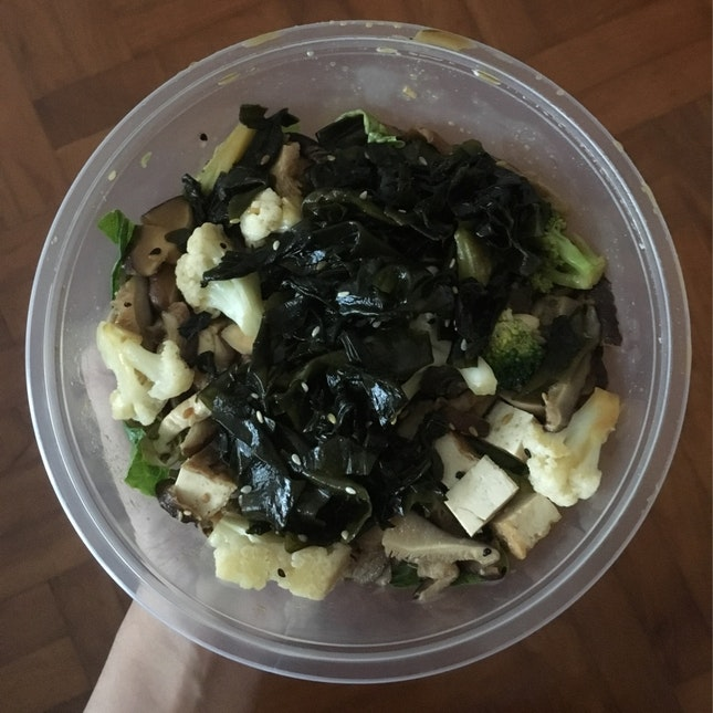 Mix Salad Base + 5 Basic Toppings ($5.90)