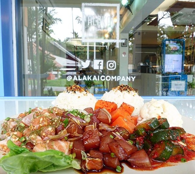 Alakai Big Poke Plate @alakaicompany  Bringing you the Aloha Spirit with salmon marinated in housemade Ho'ono seasoning which is a delectable blend of spices, sesame salt and seaweed and the ahi tuna drenched in the sweet and savoury koiu shoyu sauce.