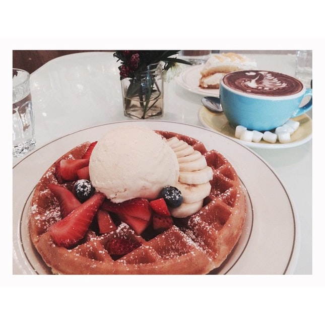 Finally here to try out the waffles 😚👌