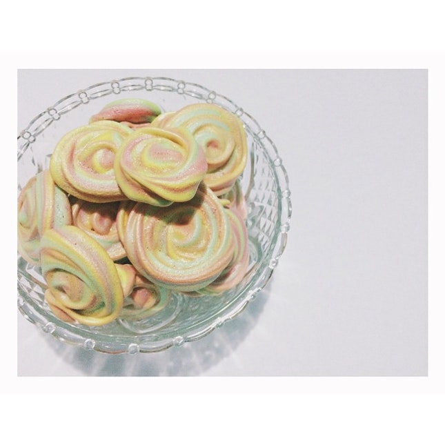 And so, I baked some rainbow rose meringues.