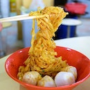 Aside from the awesome fish ball, I also had dry mee pok tossed in chili sauce.