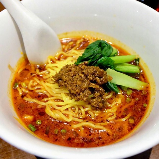 KOH RAN Kawasaki 煌蘭 川崎店 This Si Chuan Dan Dan mian was packed with the right flavor topped with minced pork and xiao bai cai in a spicy broth.