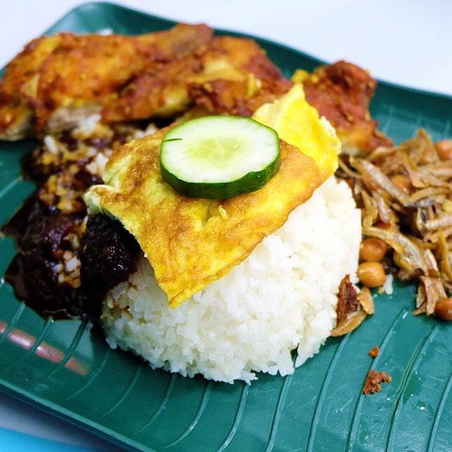 $1 affordable nasi lemak at Toa Payoh with choice of fish or Ikan bilis!
