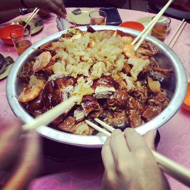 Literally in a pail #poonchoy #holiday #hongkong #foodporn