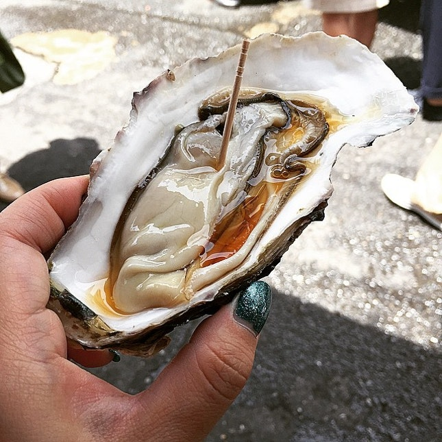 how about slurping this huge and fresh oyster (300 yen; ~S$3) early morning?