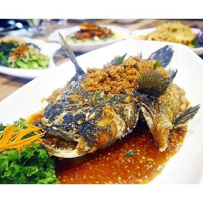 Crispy Milk Granules Marble Goby, 奶沙顺壳 ($48.00) is also part of the Father's Day Menu, and I can't help but feel that the fish head is somewhat visually appealing.