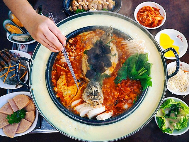 Happy Chinese New Year All 🐶😂 Catch up with your friends and families over Yoogane Fortune Meal (1 Feb to 2 Mar 2018) Bountiful Stew ($38.90) with either spicy or non-spicy soup base that comes with fried sea bass, Korean fishcake, tofu, dokboki and assorted vegetables!