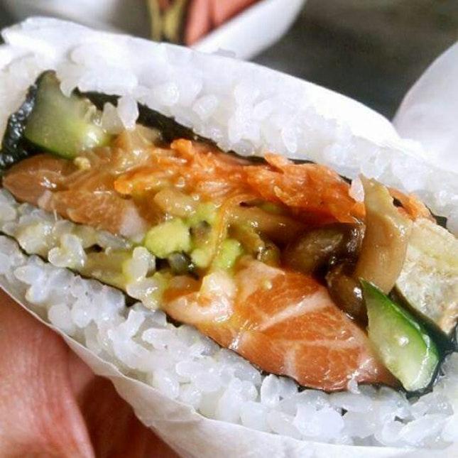Salmon and Avocado Maki $15