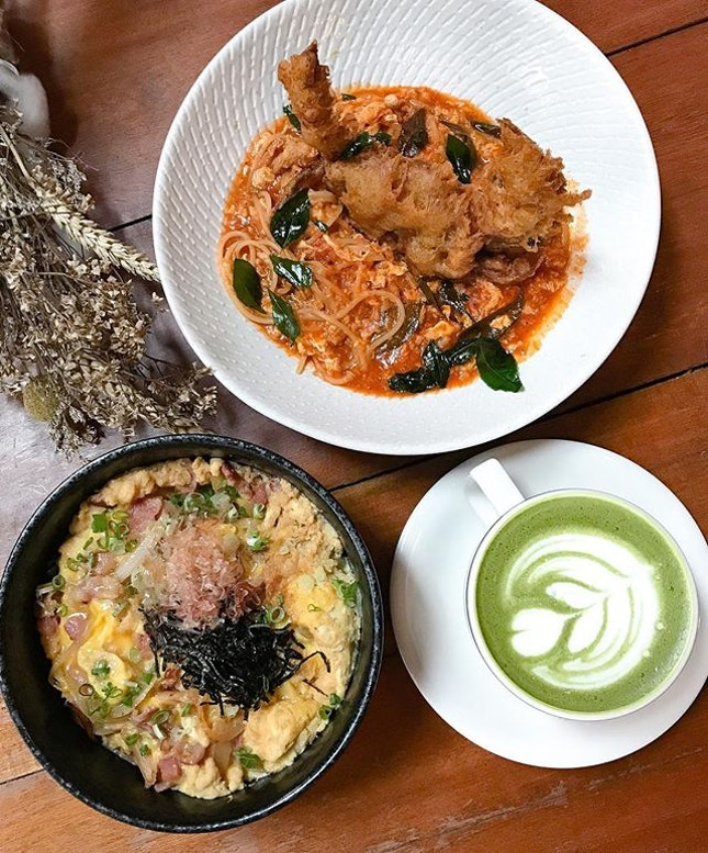 Get hot on your heels (and wheels) out to the yard with a porky bowl 🍚 and chilli crab pasta 🦀🍝 that makes the rest goes green with matcha envy!