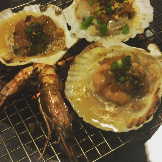 Sizzling scallops #vietnamese style .