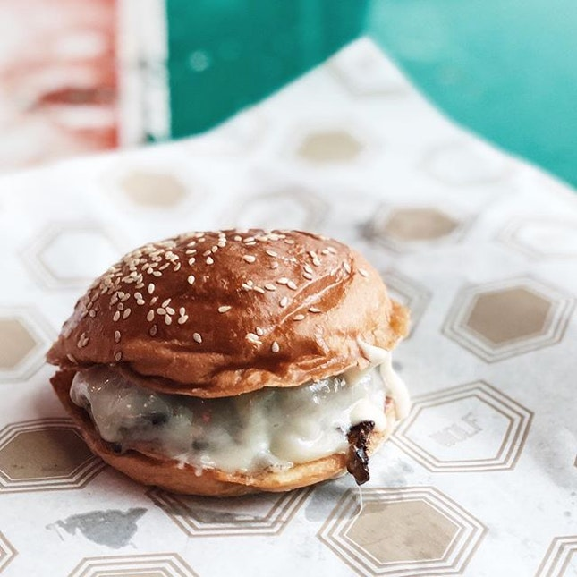 The Umami Bomb from @wolfburgersg looks small and unassuming, but the the first bite is an out of this world experience.