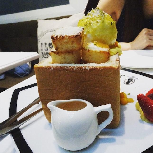 Mango Honey Toast With Coconut Ice cream ($22)