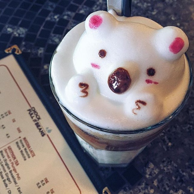A cute bear popping it's head out of the latte!😃 3D #latteart @ #chockfullofbeans only available with iced☕️~ #cafesg #exploresg #vscosg #wewantsugar #burpple #eatoutsg #openricesg