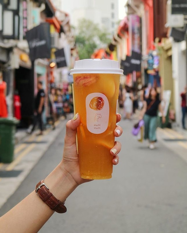 Explore the bustling streets of Arab Street with a cup of @machimachisingapore Jasmine Green Tea with Fresh Fruits.