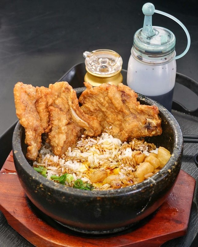 Other than prawn noodle, Chef Kang Prawn Noodle House serves the Hot Stone Prawn Paste Spare Ribs Rice ($10).