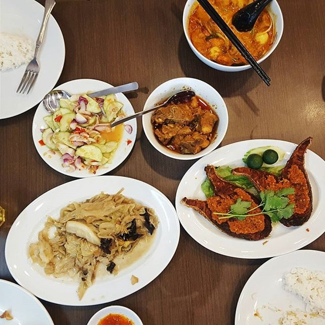 One of the most memorable meals of 2016 has to be this amazing spread of peranakan food.