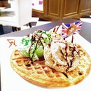 ⠀⠀⠀⠀⠀⠀⠀⠀⠀⠀⠀⠀⠀⠀⠀⠀⠀⠀⠀⠀⠀⠀ iᑕe-ᑕᖇeᗩᗰ ᗯᗩᖴᖴᒪeᔕ  @ Teddy & Me Café [Marina Sq] ⠀⠀⠀⠀⠀⠀⠀⠀⠀⠀⠀⠀⠀⠀⠀⠀⠀⠀⠀⠀⠀⠀ Mr Bean concept café serving cakes and desserts 😀 Waffles tasted soggy and all soft - perhaps our neighbourhood bakery can fare better?
