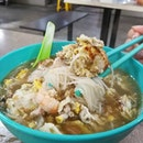 It's not easy to find a place which serves rice wine bee hoon soup with big chunk of ginger fried egg.