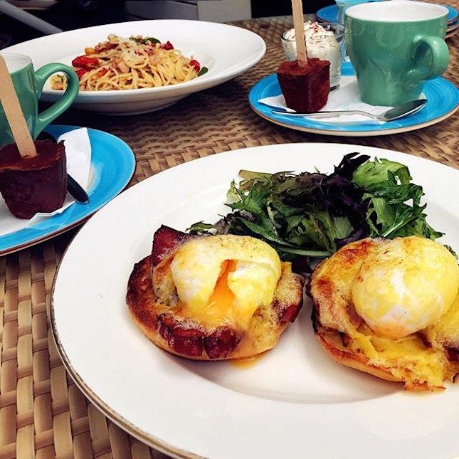 Eggs Benedict • Do-It-Yourself Hot Chocolate ☕️