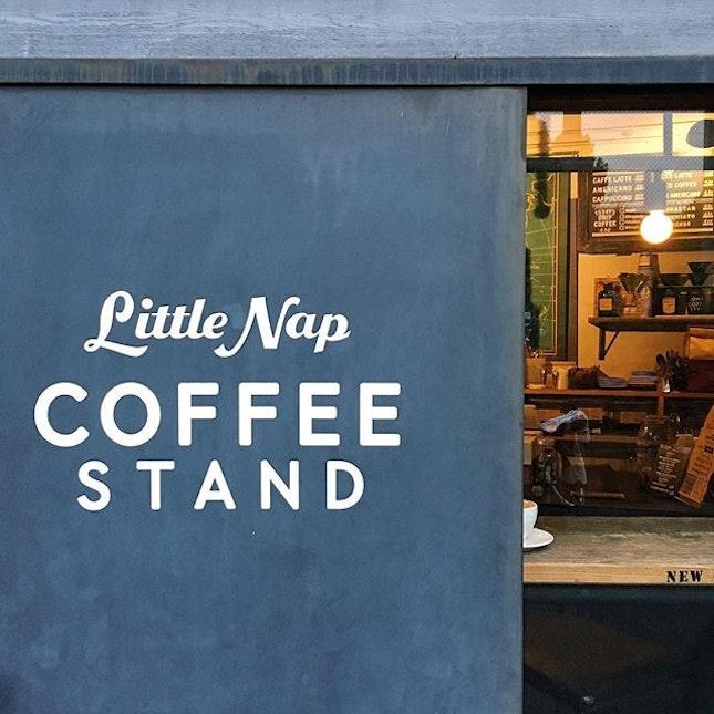 Charming little coffee joint next to yoyogi park ☕️💤❤️ #littlenapcoffeestand #tokyo #japan #travelgram #tokyocafes