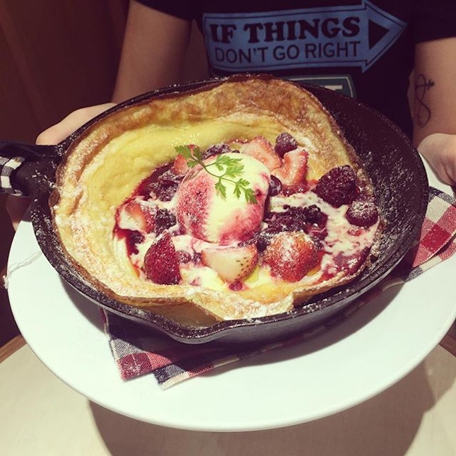 Presenting the awesome {Mixed Berries Pancake} from [Dutch Baby Cafe], berries were fresh and refreshing, pancake was baked perfectly but I wished the ice-cream was a bigger scoop!