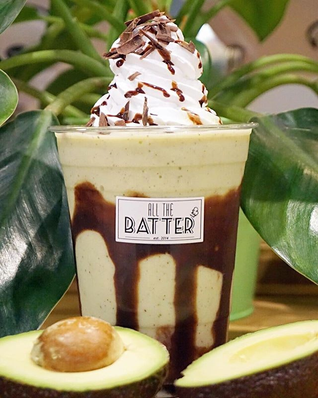 Avocado & Chocolate ($4.50/$5.50) Fell head over heels over this freshly blended creamy avocado & smooth dark chocolate - one of the signature natural goodness from @allthebatter 💕