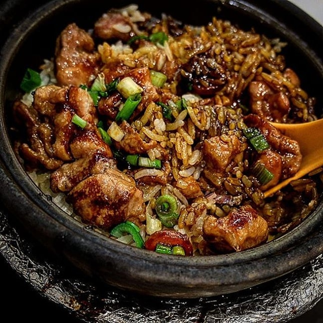 What is it about claypot chicken rice that makes you drool??