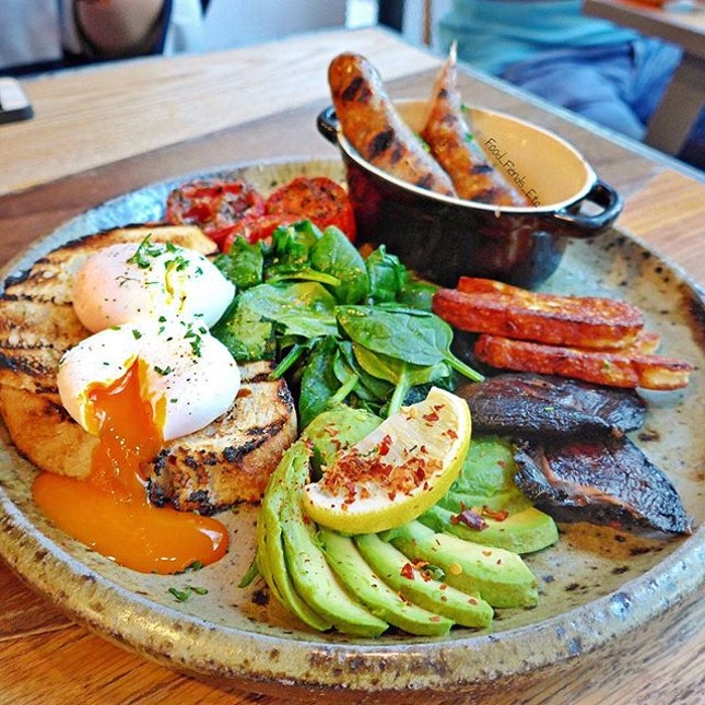 Common Man Veggie Wonderland (organic Poached Eggs, Haloumi, Spinach, Grilled Tomatoes, Portibello Mushrooms, Avocado, Lemon & Chili, Artisanal Dough) and a Side Order of Sausage  Some huge breakfast to feed the morning hunger pangs.
