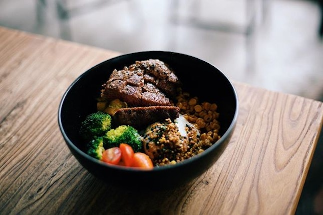 Beef grain bowl - A healthier option amongst all the heavy weight cafe food.
