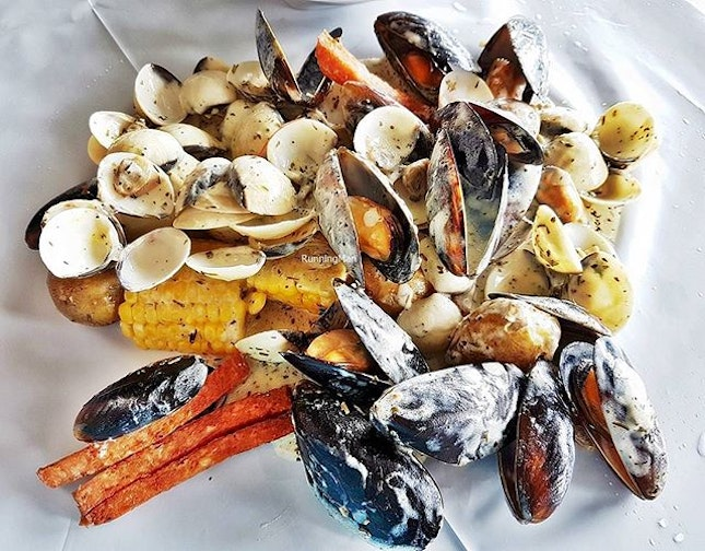 Flexing Mussels & Clams With Herb & Butter (SGD $18) @ Cajun On Wheels.