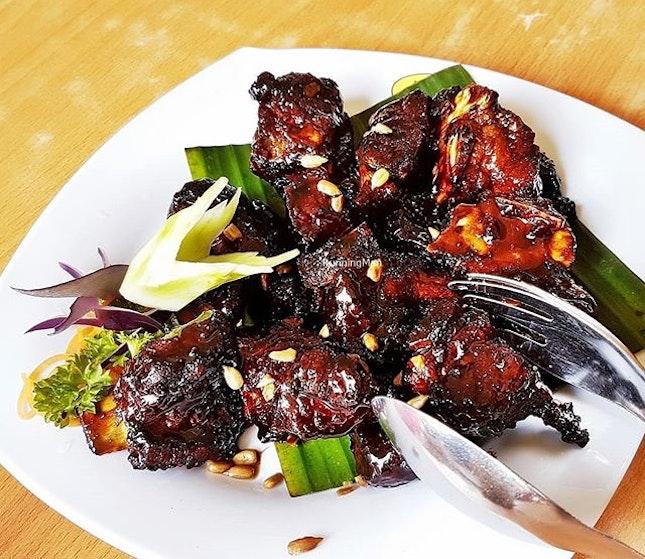 Coffee Pork Ribs (SGD $13 / $20 / $26) @ Jin Hock Seafood Restaurant.