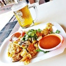 Fried Oyster Omelette & Tiger Beer @ Newton Food Centre.